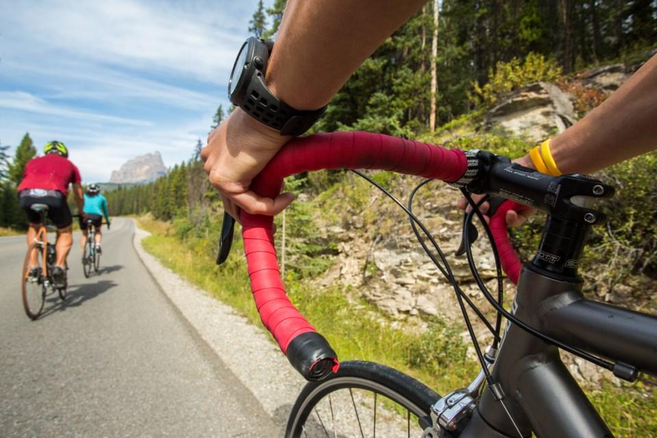 Cycling_Bow_Valley_Parkway_Paul_Zizka_2_Horizontal