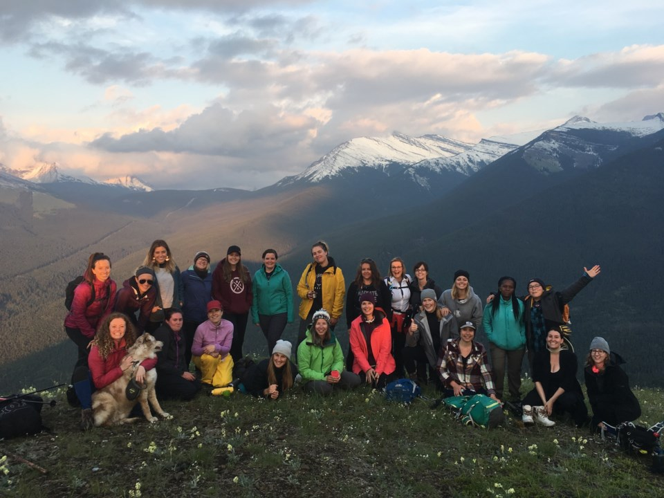 GetOutside-Summer-Solstice-Group-Women-Lookout-Mountains-Sunset-Hike