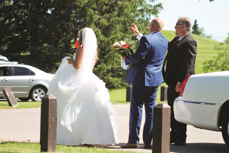A sunny, warm afternoon July 18 provided the perfect weather for this bride and groom's wedding photos in Nose Creek Regional Park. Photo submitted/For Airdrie City View.