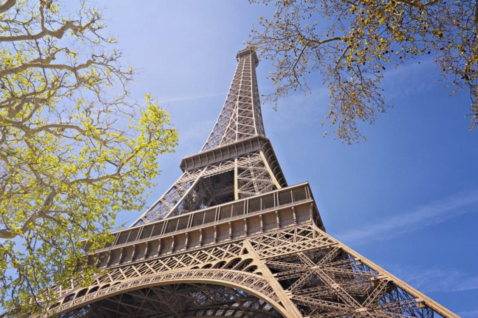 EiffelTowerHC1612_source