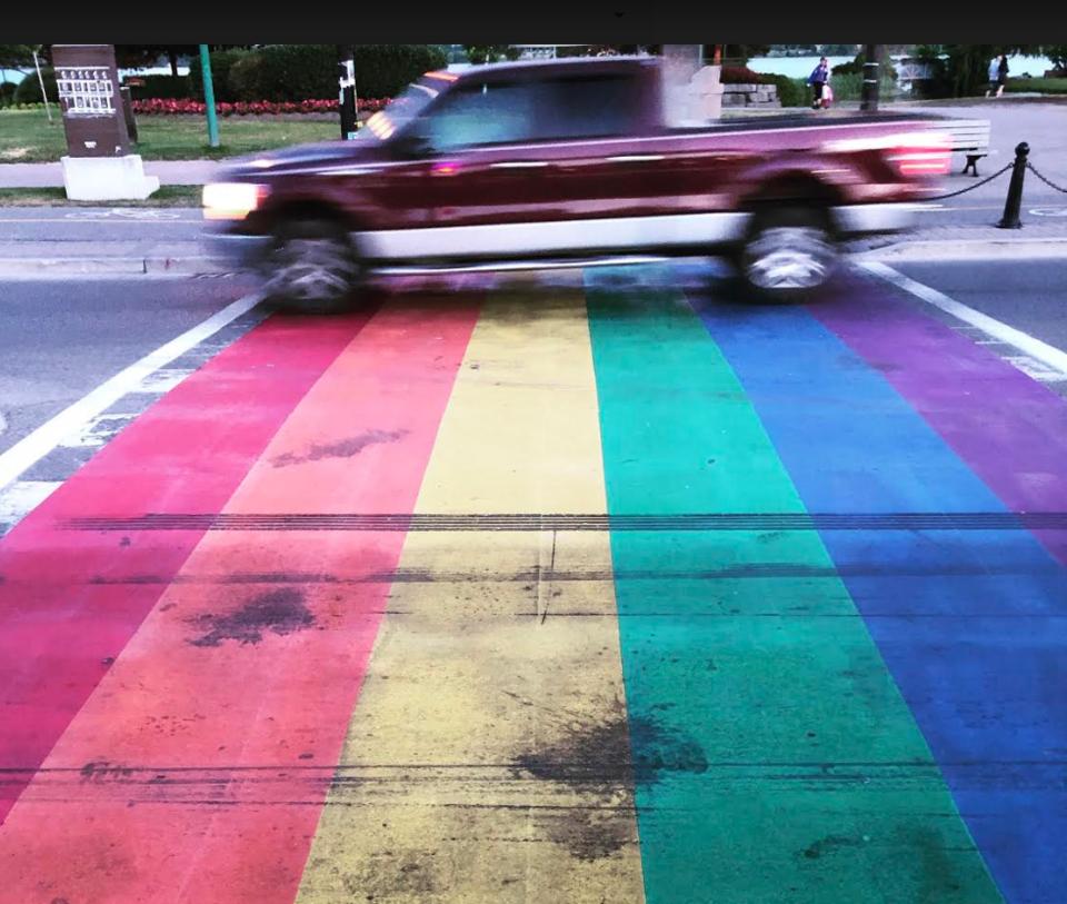 2019-07-15 Rainbow crosswalk burnout KL