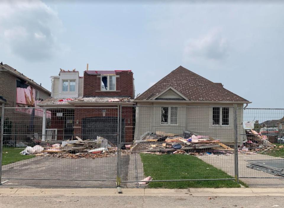2021-07-20 Barrie tornado clean-up RB 9