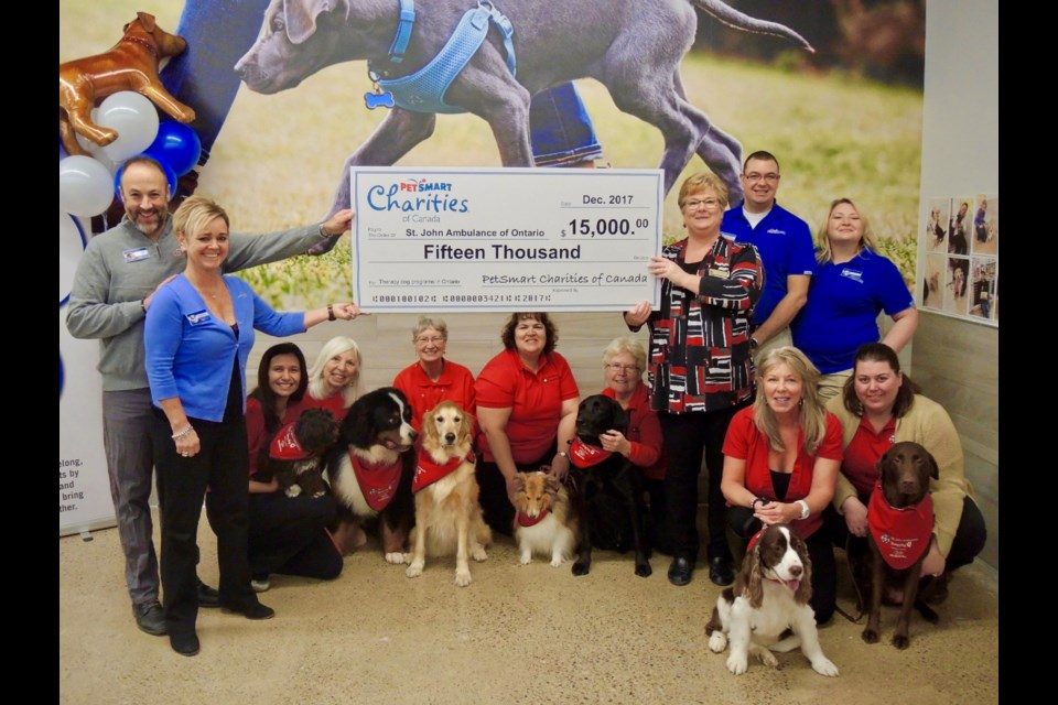 Petsmart Christmas Hours.Therapy Dogs Get Big Christmas Present From Petsmart 11