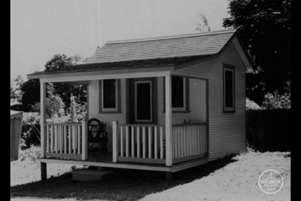 A cabin at Lakeside Cabins on Blake St. circa 1940. Barrie Historical Archive