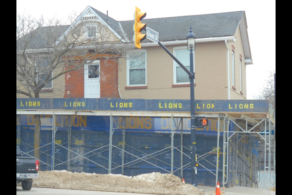 The house at 47 Collier St. surrounded by fencing and scaffolding today. Photo courtesy of the Barrie Historical Archive