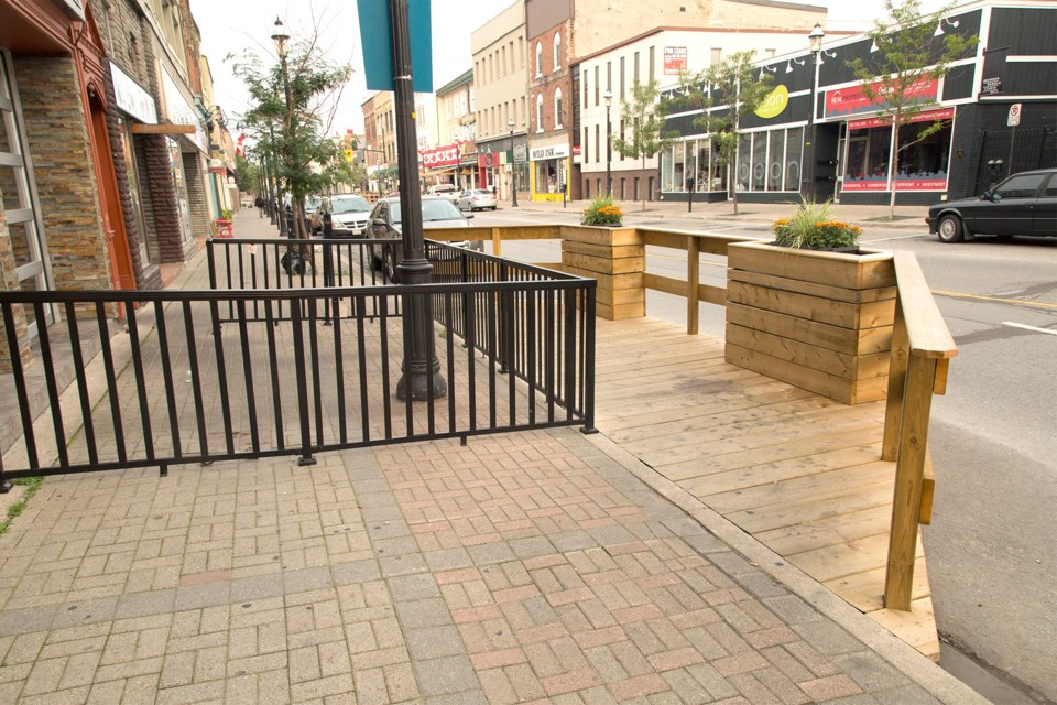 barrie_downtown_patios