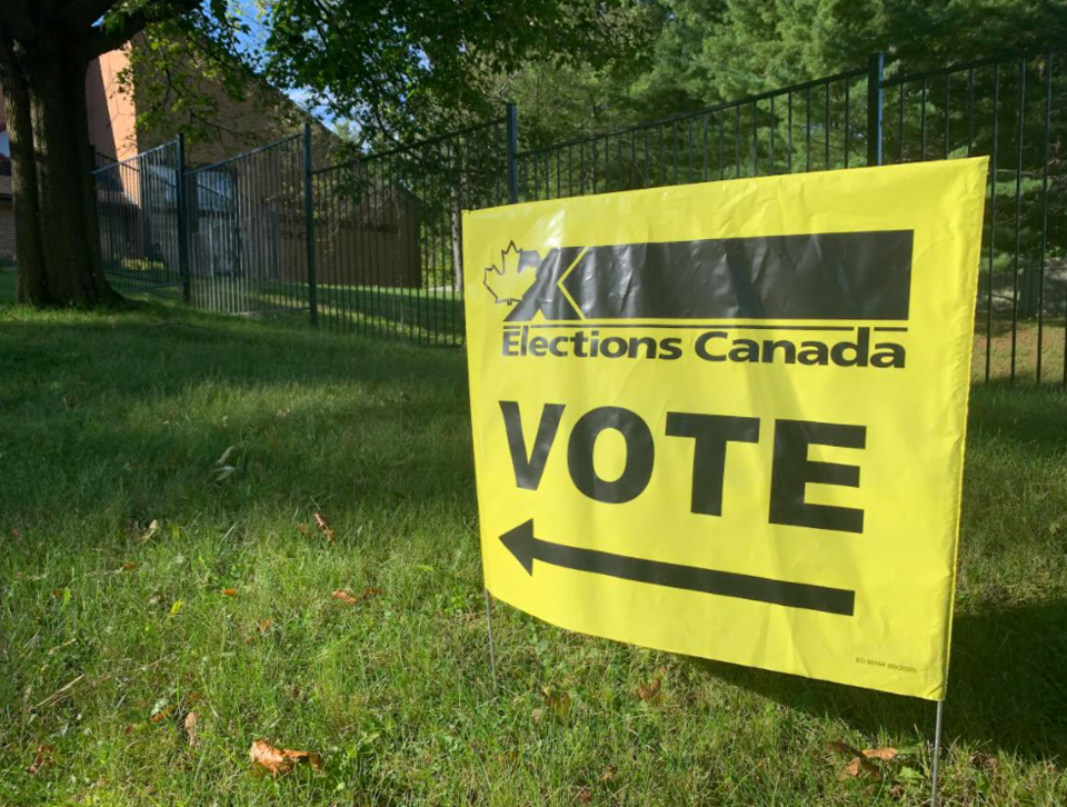 2021-09-20 Elections Canada sign RB 2