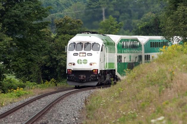 20150829 Barrie GO Train KA 124