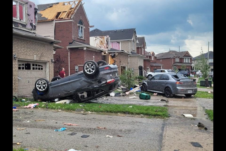 tornado-4-sg.jpg;w=960;h=640;bgcolor=000