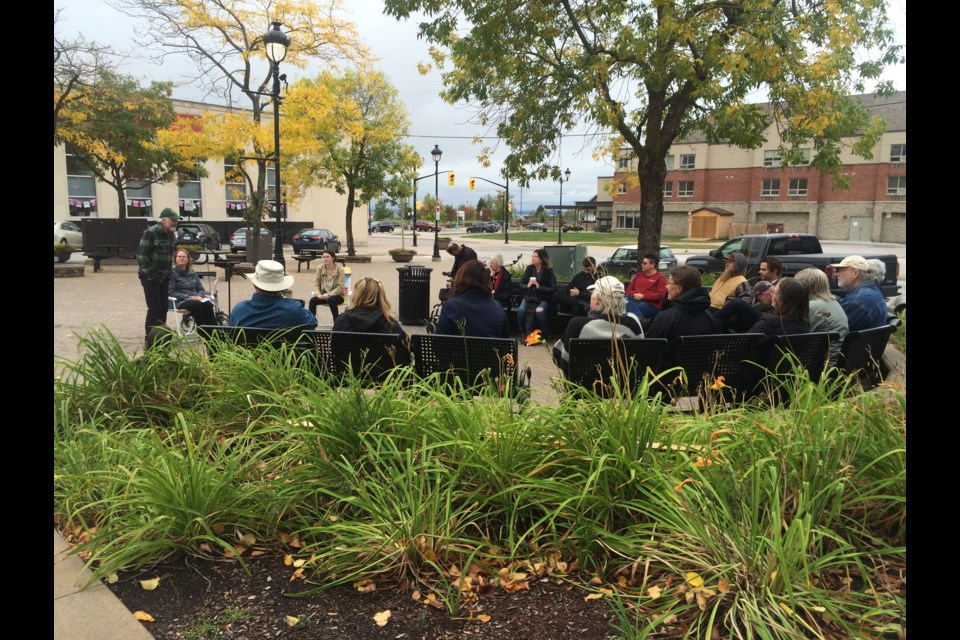 Poets and poetry lovers gather to listen to readings