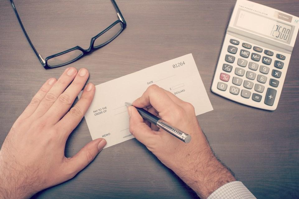 20180110 paycheque salary employee pay AdobeStock_90328029