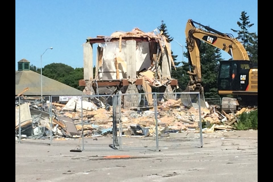 Buildings on the former Chamber of Commerce site have been demolished. Linda Holmes/BayToday