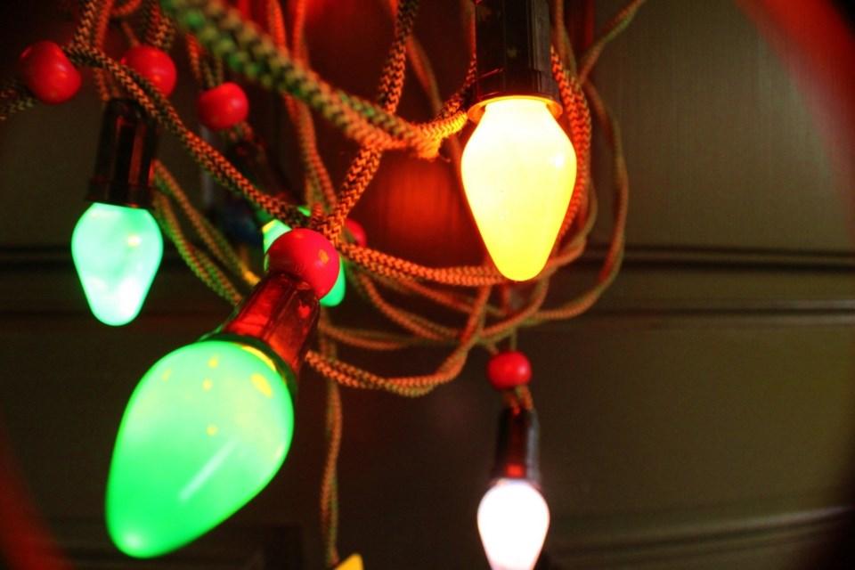2020 christmas light making spirits bright