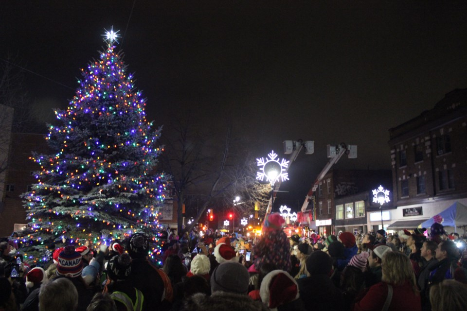 UPDATED WITH PHOTOS Annual Downtown Christmas Walk lights ...