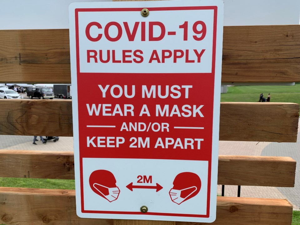 20210803 covid rules apply sign turl