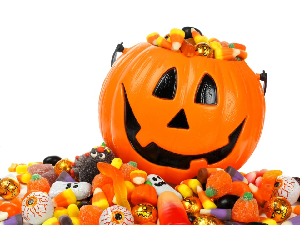 halloween candy AdobeStock_70590872 2017