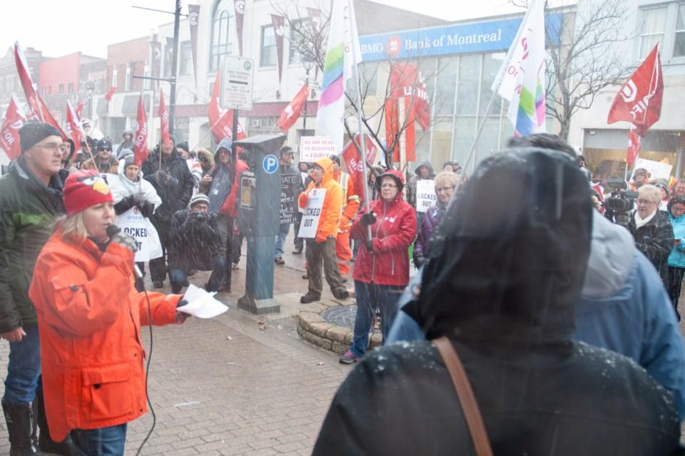 2015 11 20 unifor rally save our community Rally KAS_7144
