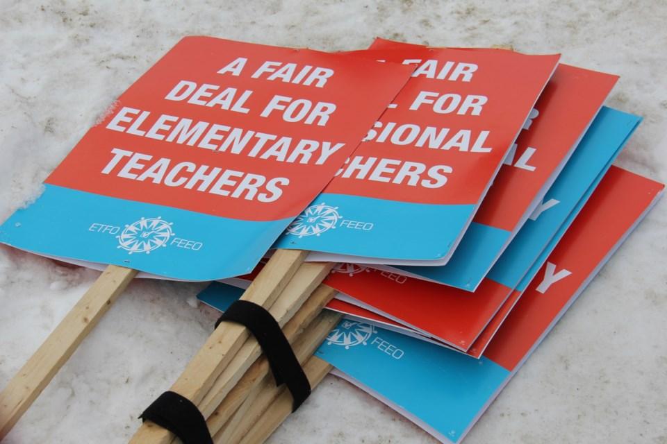 20200206 Elementary Teachers' Federation of Ontario ETFO north bay generic sign 4 turl