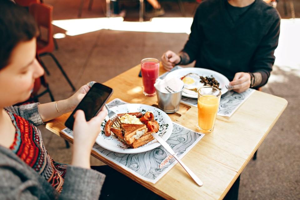 Restaurant Food Phone pexels-helena-lopes-693269