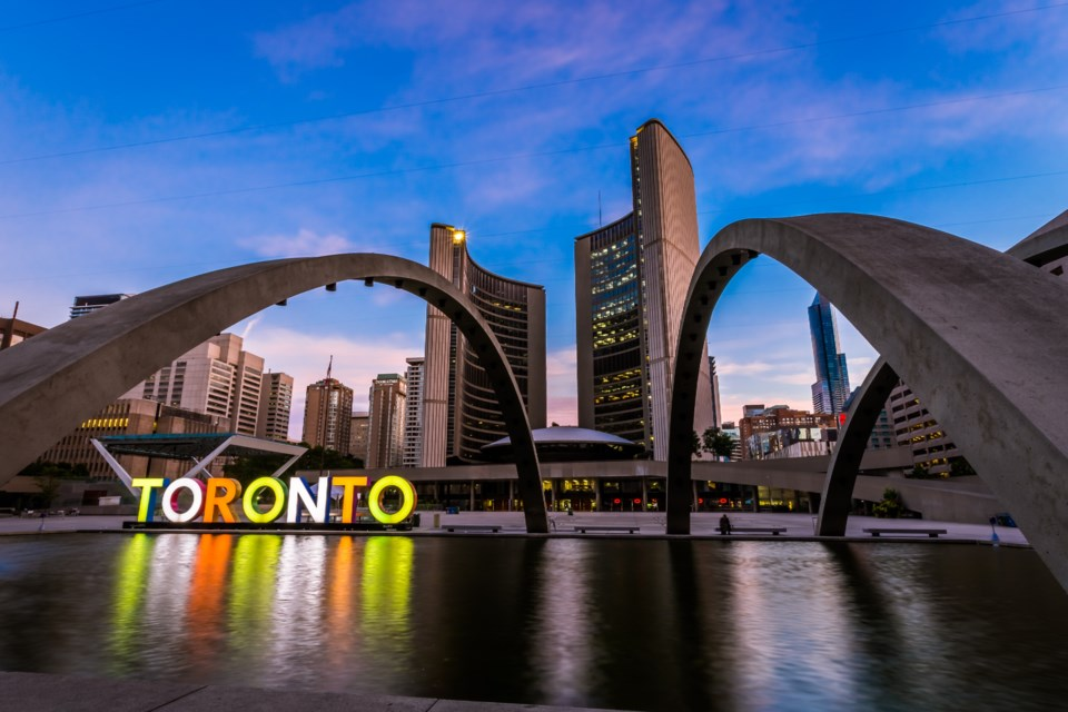 toronto city hall AdobeStock_121013283