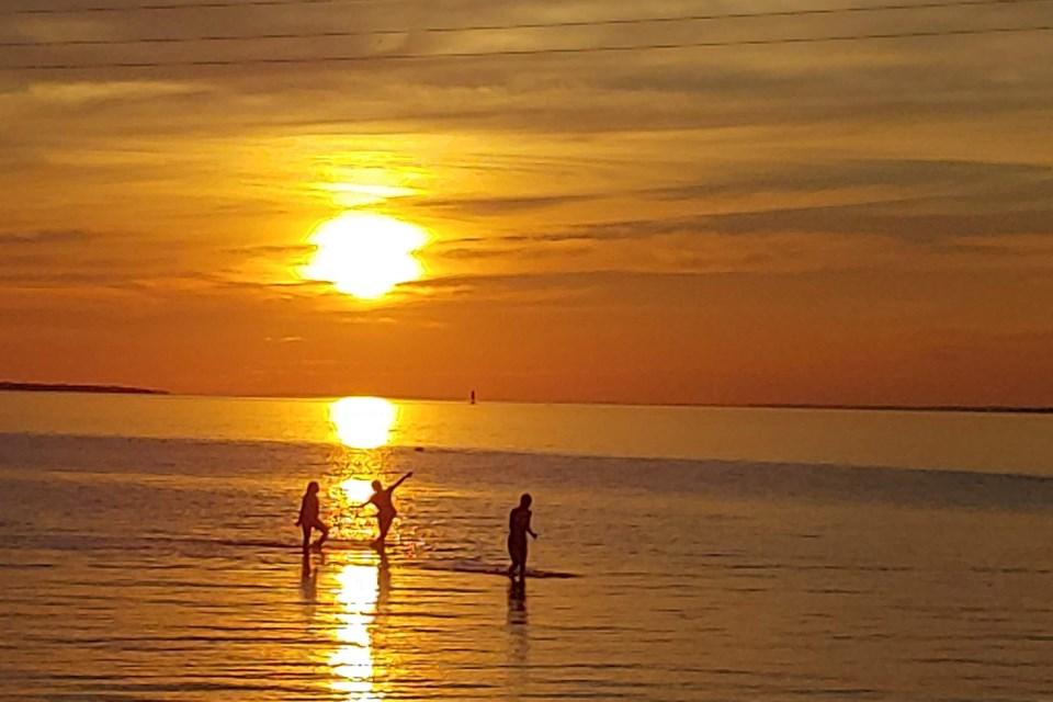 2020 08 01 Champlain Park Lake Nipissing Sunset (Campaigne)