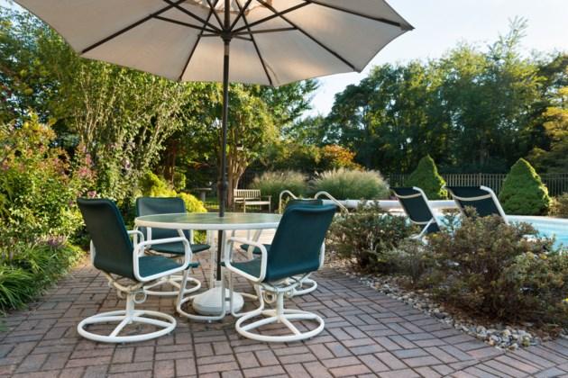 patio furniture AdobeStock_100060935 2017