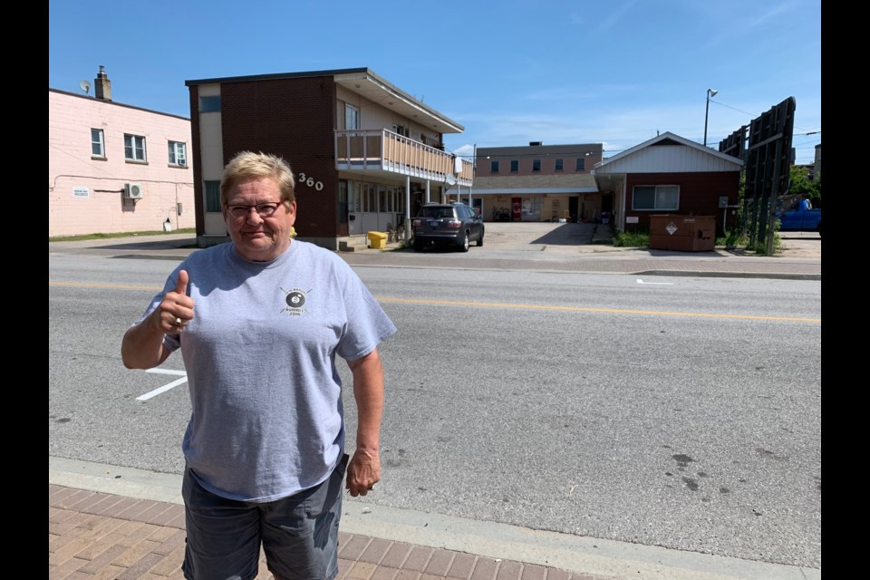 Downtown businesswoman Bonnie Zufelt gives a thumbs up after police raided a bike chop shop. Jeff Turl/BayToday.