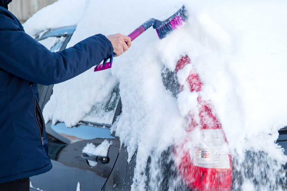 snow clearing off car AdobeStock_132600051 2017