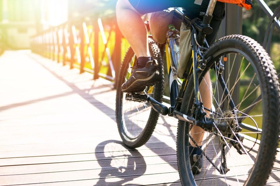 bicyclist shutterstock_373074877 2016