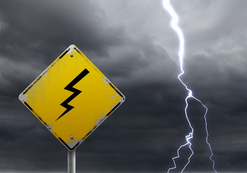 lightning thunderstorm shutterstock_79359730 2016