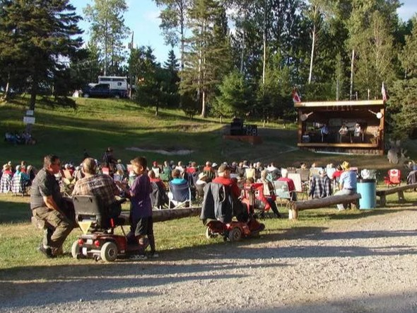 Music fans take in tunes at a previous River Valley Bluegrass Park festival / Photo Supplied