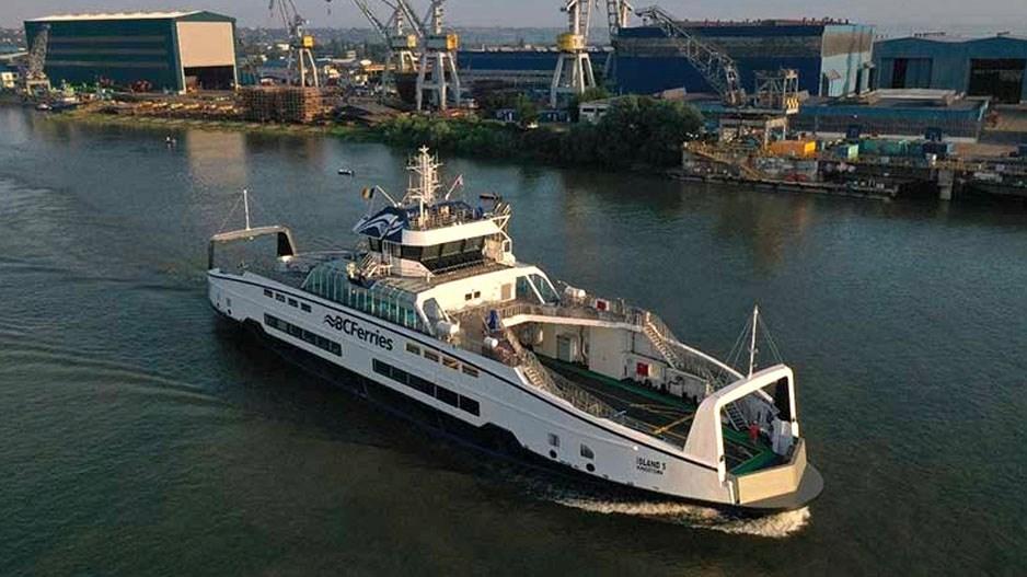 Ferry-leaves-shipyard-BC-Ferries