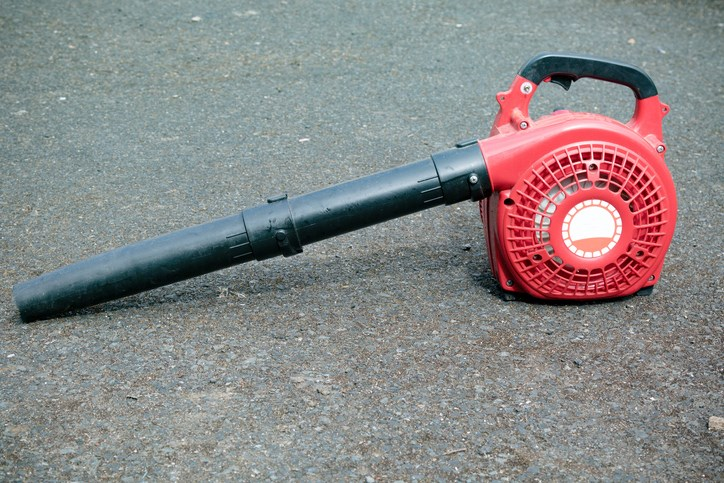Leaf-blower-Ben Gingell-iStock-Getty Images Plus