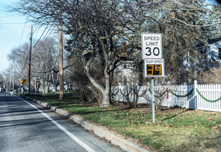 Speed-limit-30-Willowpix-iStock-Getty Images Plus