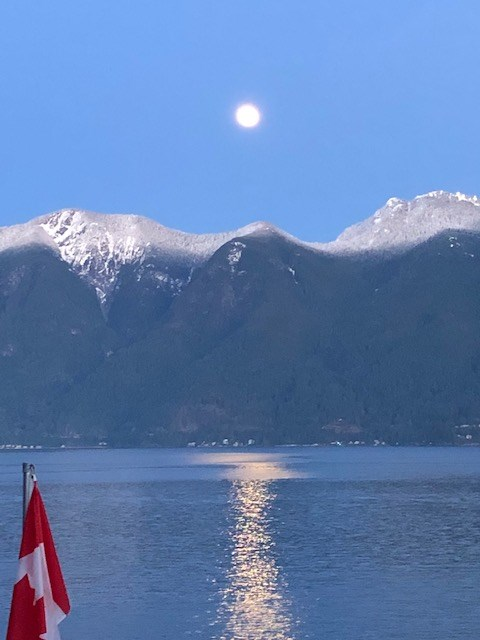 Moonrise over the north shore mountains