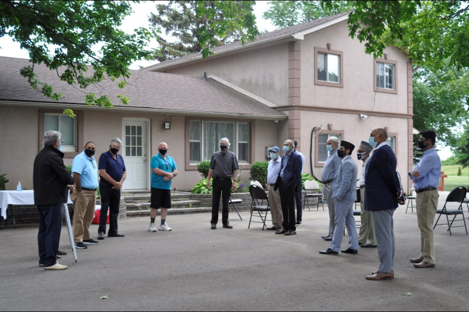 Mayor Rob Keffer and members of BWG Town Council met with members of the Ahmadiyya Community at their Mosque on Friday evening.