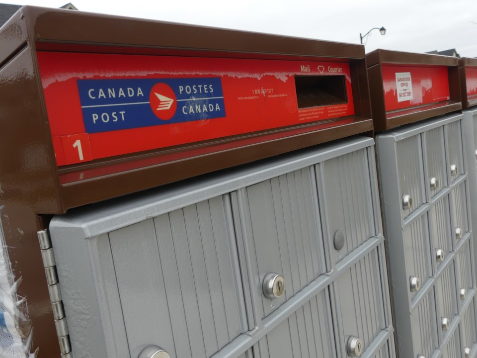 2019-04-25-canada post boxes2