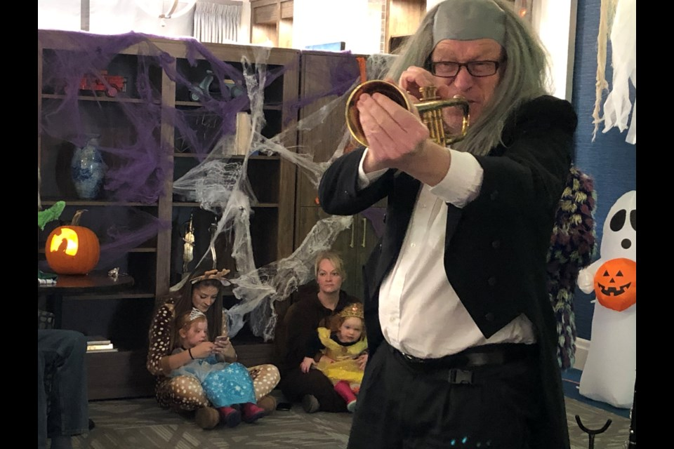 Patrick Tevlin's Spooky New Orleans Rhythm entertained the crowd Thursday evening. Natasha Philpott/BradfordToday