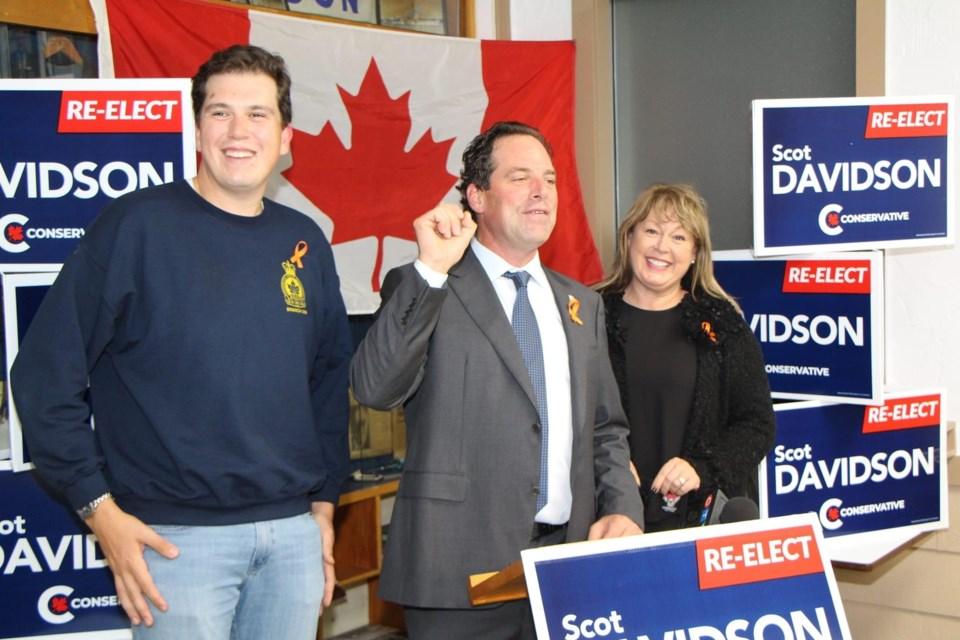 Scot Davidson celebrates his win with wife Suzanne and son Graydon