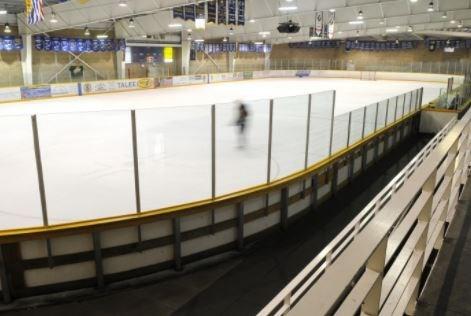 winter club burnaby covid-19 ice