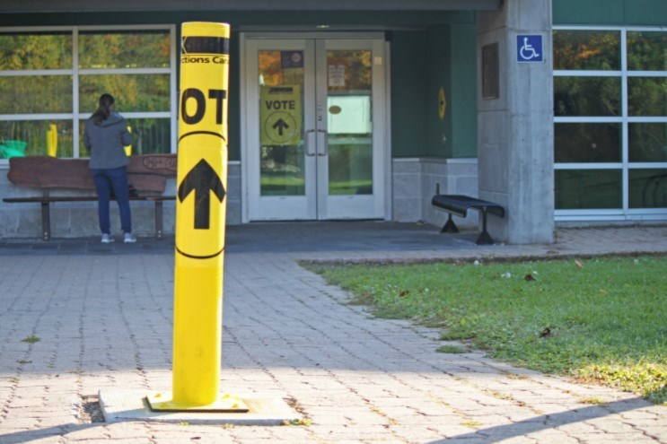 elections-canada-voting-station