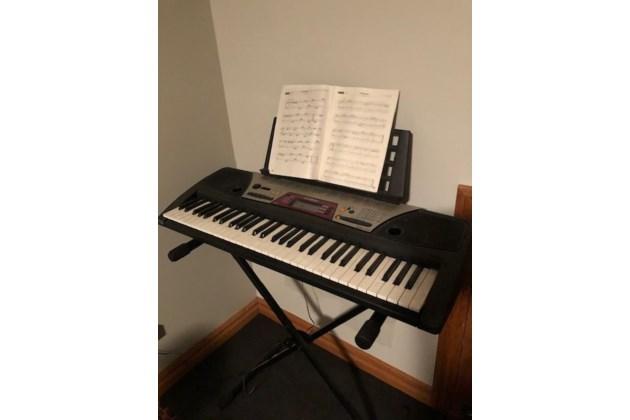 yamaha keyboard. Black Bedroom Furniture Sets. Home Design Ideas