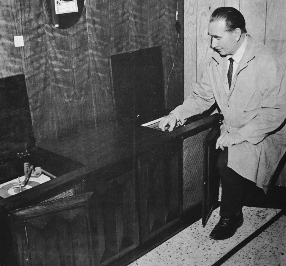 delta throwback radio cabinet 1969
