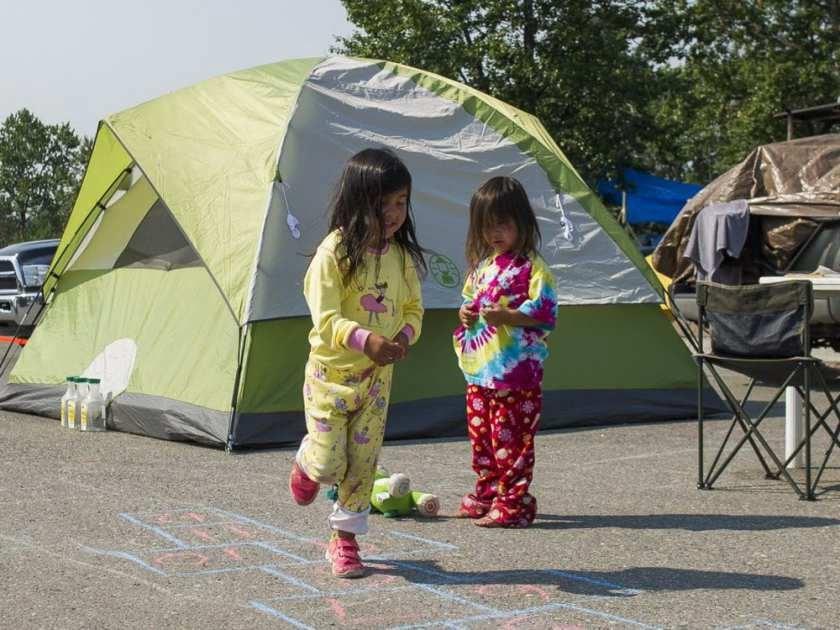Hoekstra-evacuees.web_72120.jpg