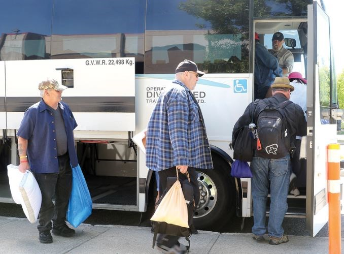 bus-evacuees.25_7242017.jpg