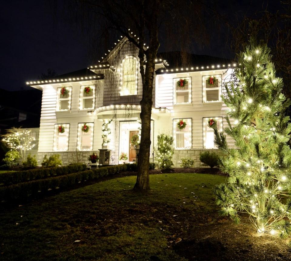 101 College Court Christmas lights