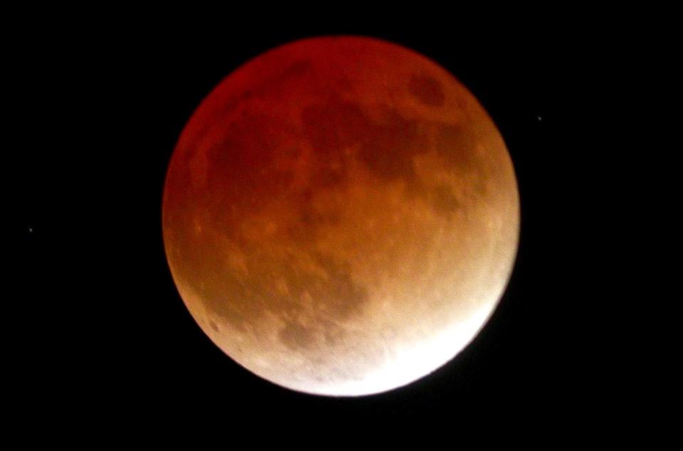 lunar eclipse by Gary Boyle
