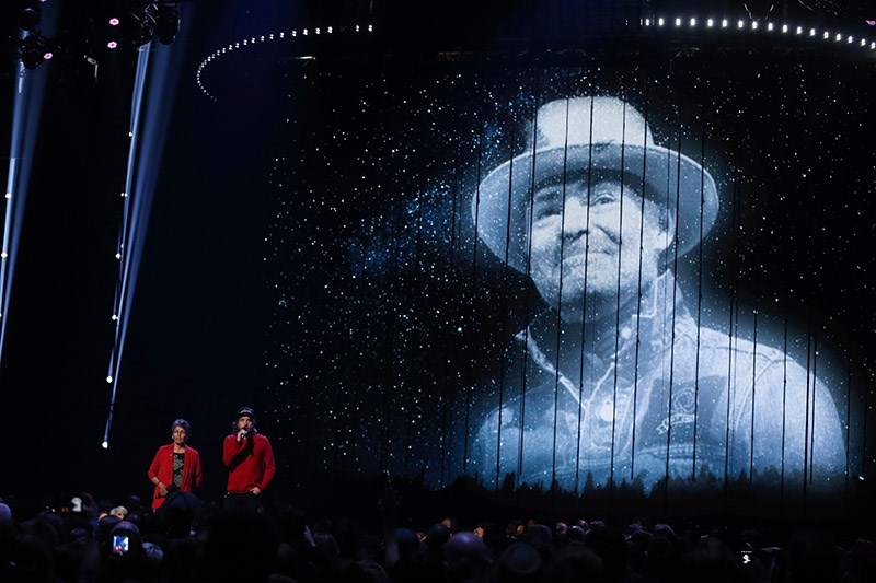 Musicians paid tribute to Gord Downie Sunday night at the Juno Awards.