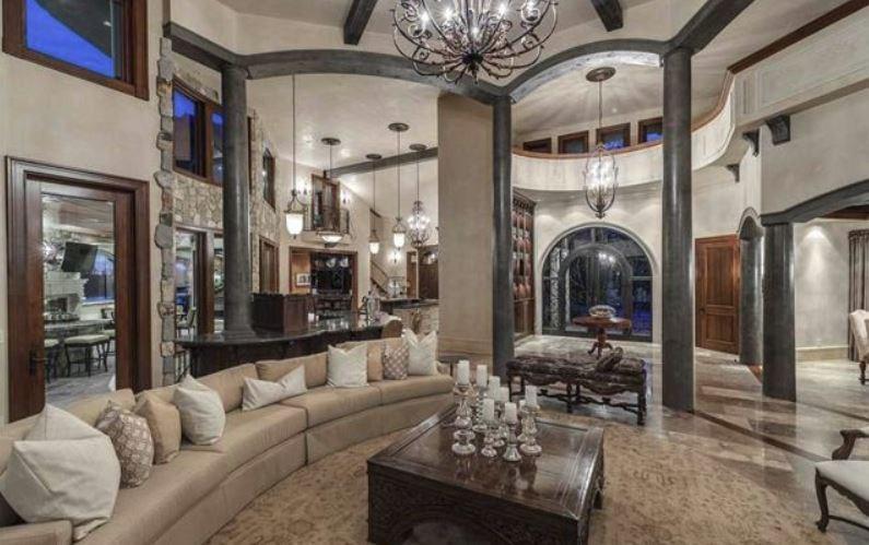 Surrey villa listing living