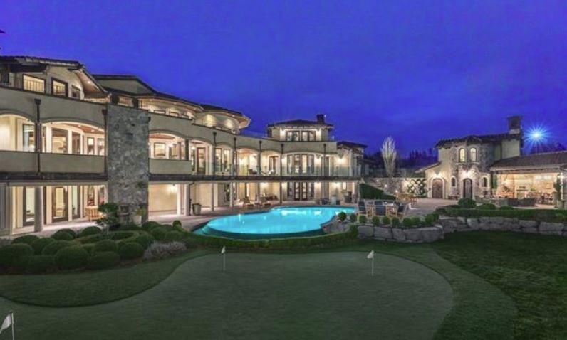 Surrey villa listing putting green